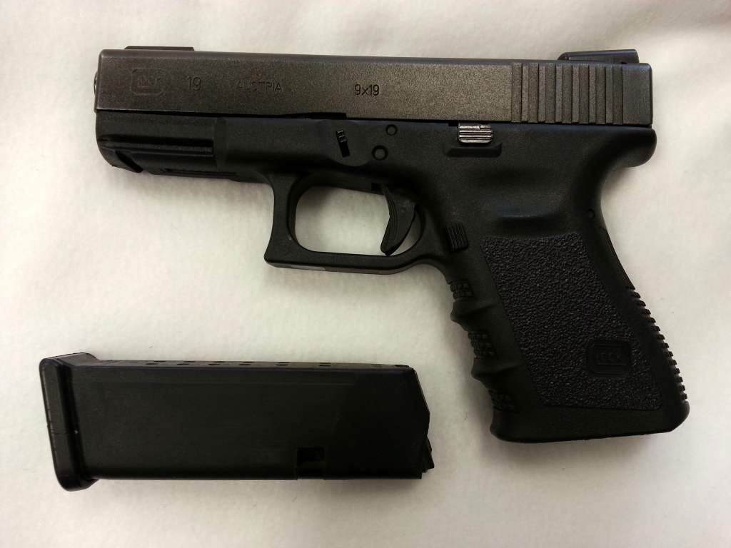 Glock 19 Gen 3 with night sights-2